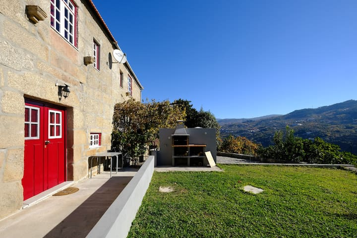 House in Douro Valley (river view, wifi, parking)