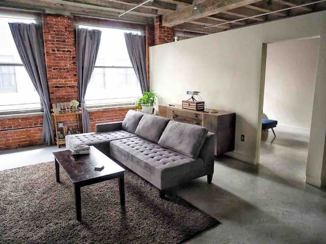 Loft in the middle of DTLA...Close to everything