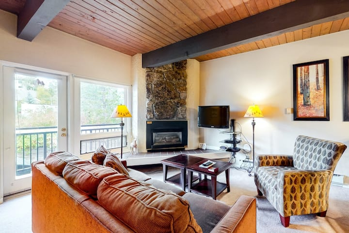 Ski-In/Ski-Out Studio with Gas Fireplace, WiFi, Balcony & Shared Hot Tub!