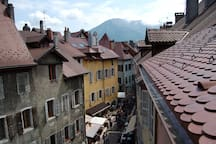 Vue sur les toits d'Annecy depuis l'appartement - View on the roof of Annecy from the appartment