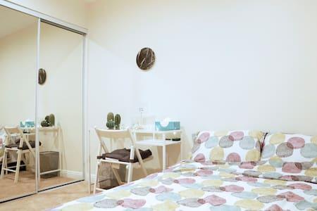 Cozy & bright private room w/ full bed - South Gate - Lejlighedskompleks