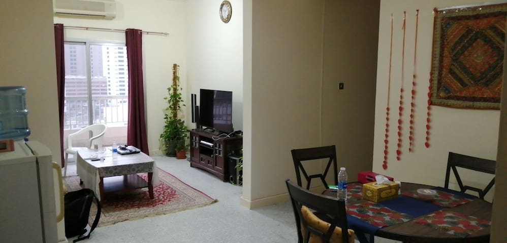 Awesome rooms available for rent on Hamdhan st.:)