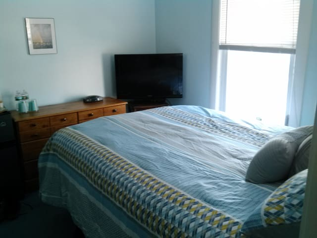 Oceanside Full Bed with Shower - Lynn