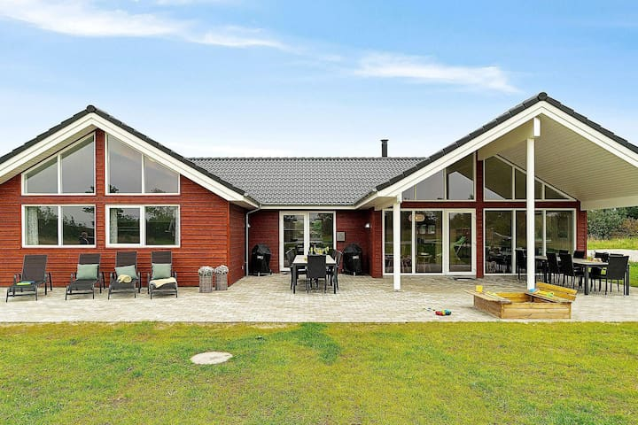 Luxurious Holiday Home in Grenå with Whirlpool
