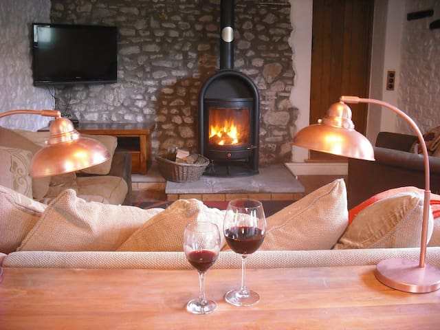 Bwthyn-Barcud- Coch, Cosy, tranquil cottage