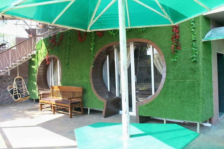 2 Room Hobbit House by the riverside - 新孟買(Navi Mumbai) - 小木屋