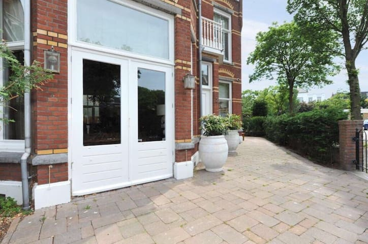 Large family house in Scheveningen near the beach