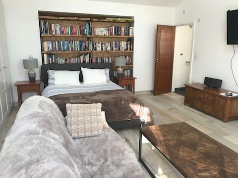 Separate guest suite Esher/Cobham area