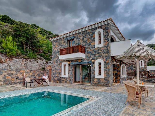 Villa Rafaella