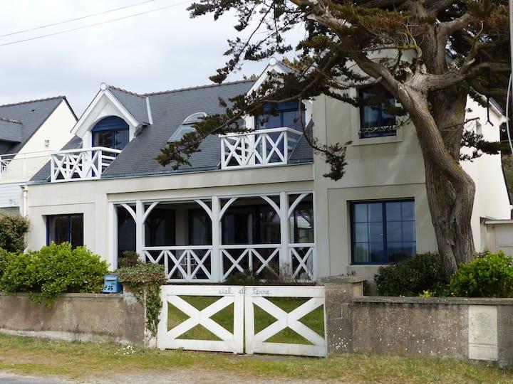 Maison familiale face à la mer