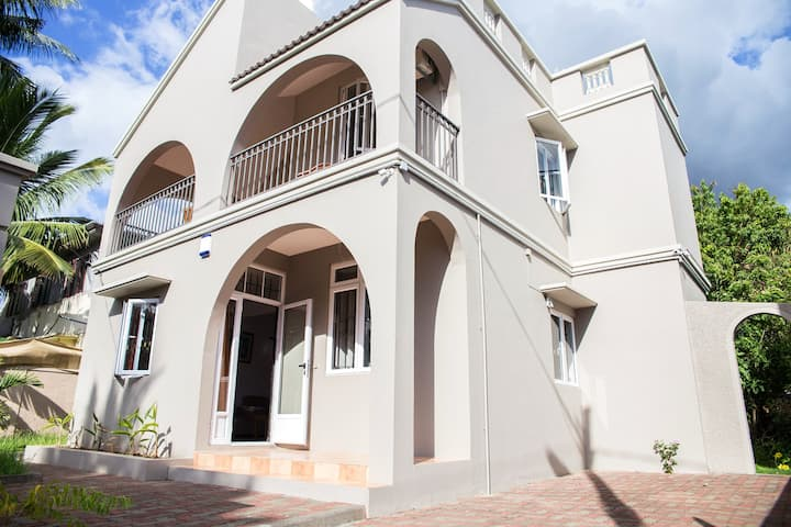 House with 3 bedrooms in Flic en Flac, with enclosed garden and WiFi - 500 m from the beach