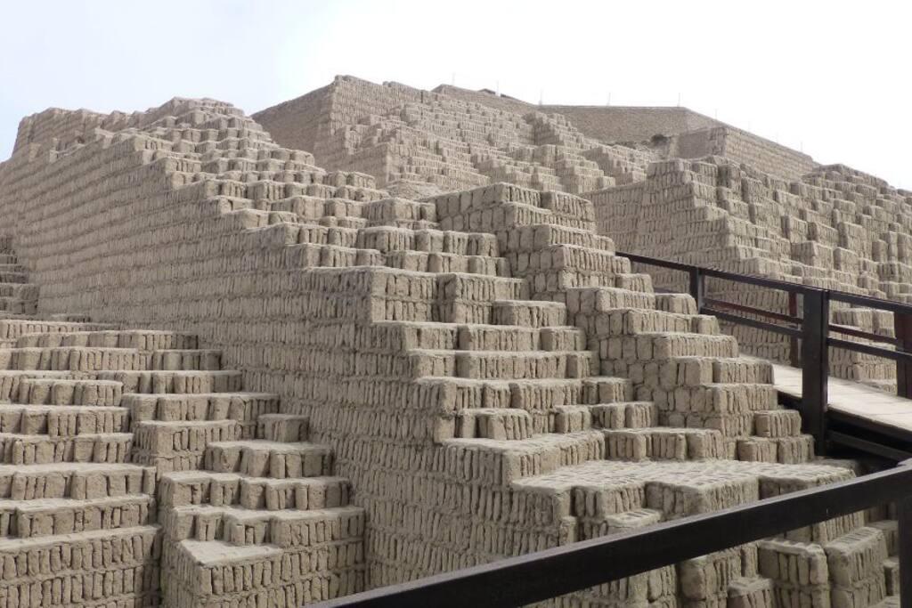 Huaca Pucllana de día