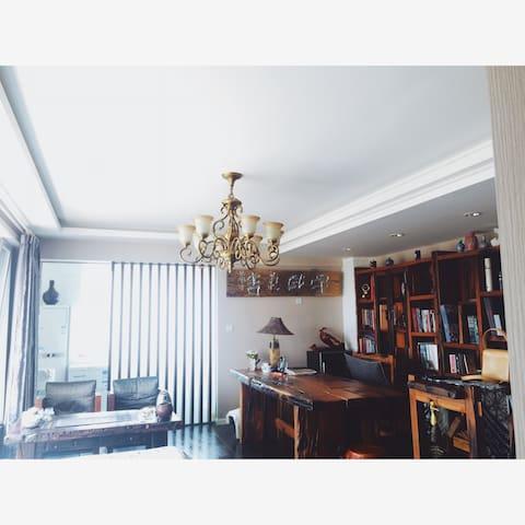 火车站附近精装带独立阳台公寓 经区韩国风情街 韩乐坊 购物美食中心地带 - Weihai - Wohnung