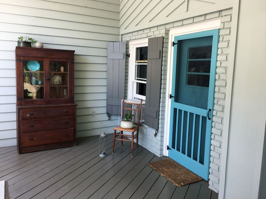 Front door with a screen that provides a great breeze throughout the Cottage.