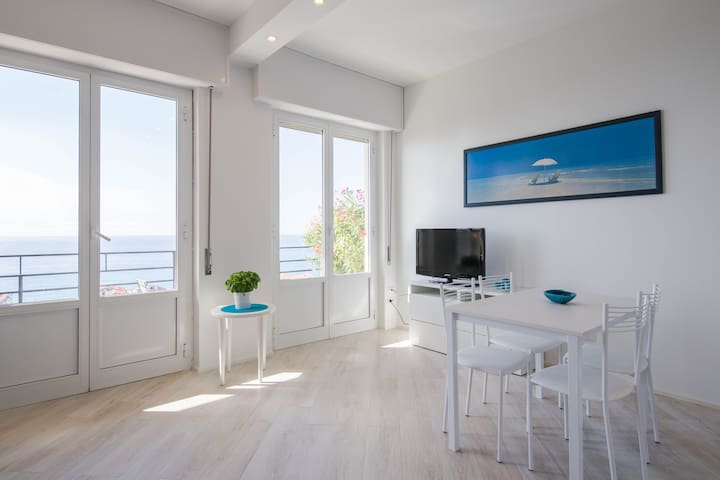 Cozy studio apartment with stunning sea view - Finale Ligure - Daire
