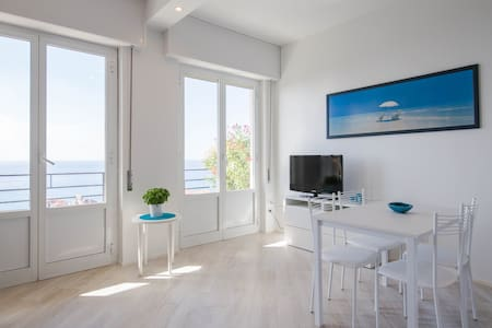 Cozy studio apartment with stunning sea view