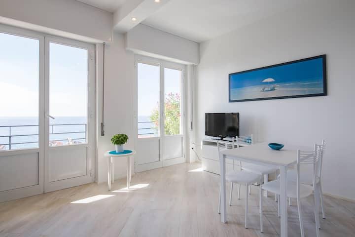 Cozy studio apartment with stunning sea view