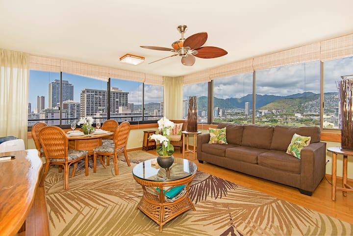 **Professionally Sanitized**Newly Renovated Waikiki Sky Tower-Free Parking! - Waikiki Sky Tower Mountain 1 BDR on the 19th Floor B