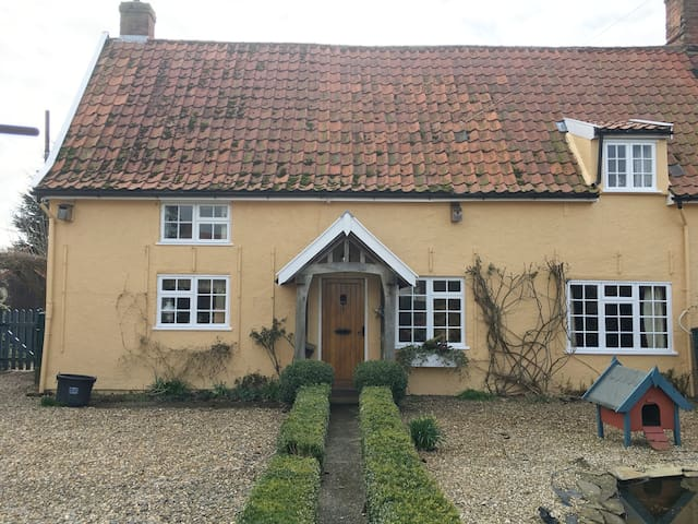 Charming cottage, B&B, Dog friendly, Double Room.