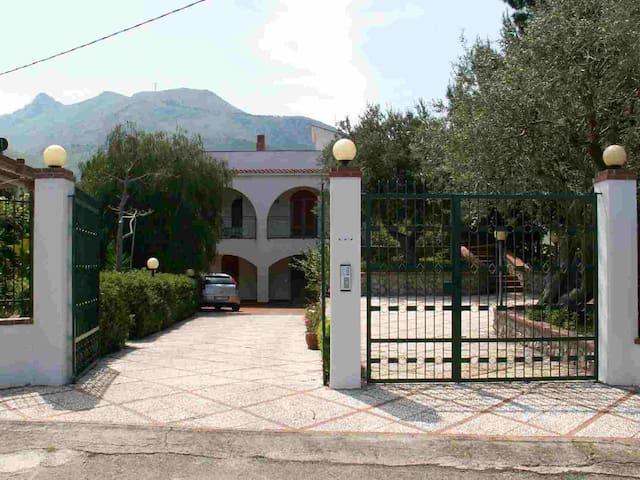 Appartamento ROSA a 300 mt dal mare. - Altavilla Milicia - Apartment