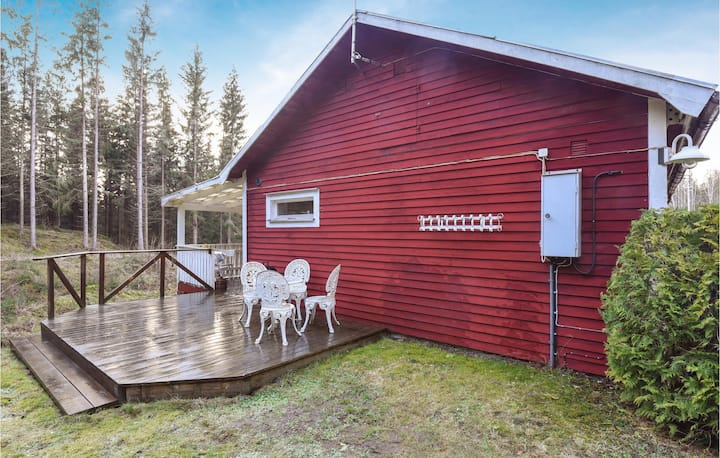 Stunning home in Dalskog with WiFi and 2 Bedrooms