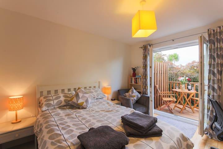 Garden Room (en suite and private deck)