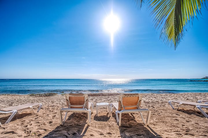 Beachfront condo with private pool-AC, Wifi, Kayak