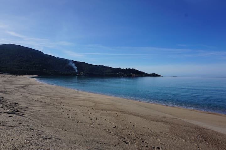 plage de liscia avec accès direct à pied