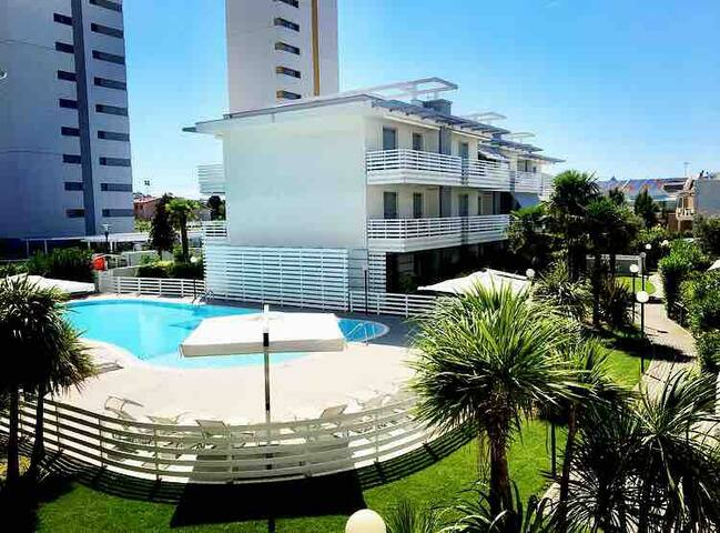 Zentrum Ap. 95qm. Pool,Beach, Restaurant,Shopping