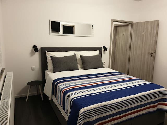 New room with high bed, free P, Wifi, aircondition