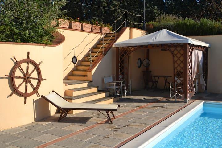 Romantico appartamento con piscina in Toscana