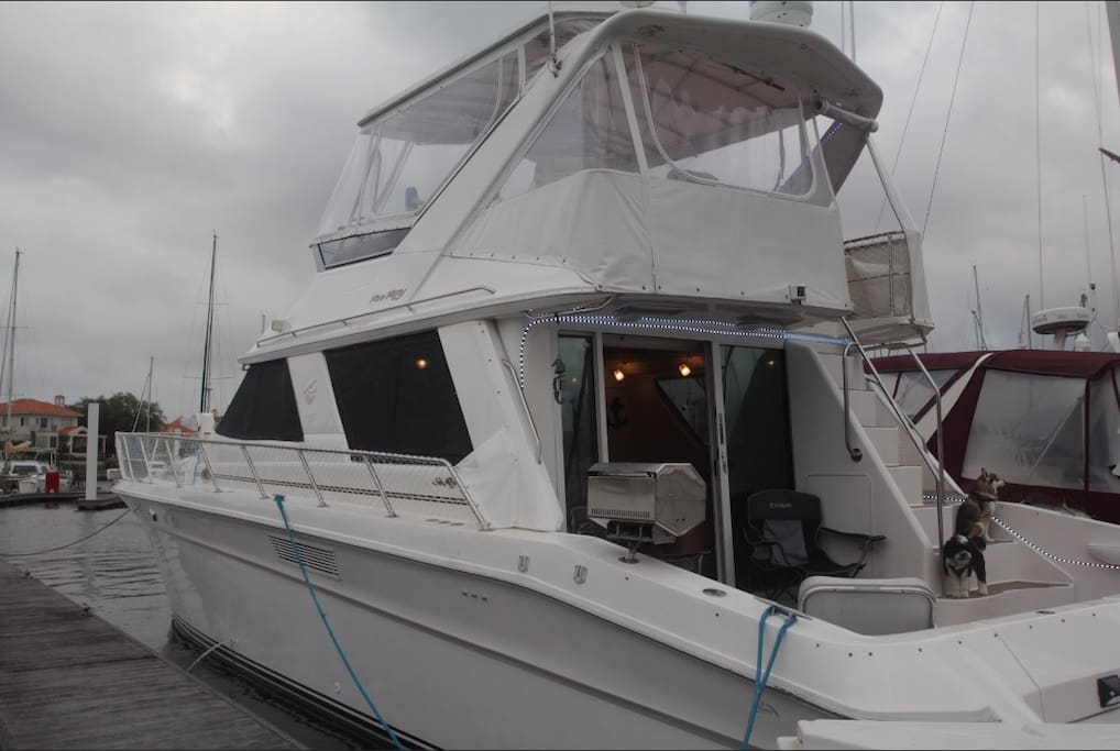 55' Sea Ray and Crew