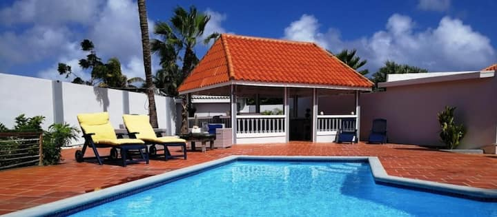Private Villa with Pool and Wet Bar close to beach