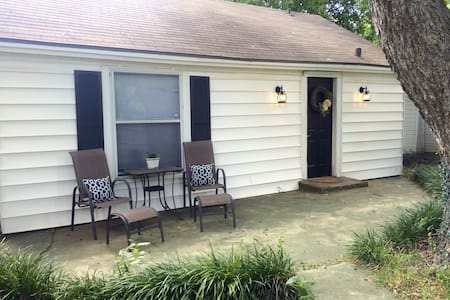 Charming Backyard 1BR Bungalow - No Cleaning Fee! - Waco - Bungalow