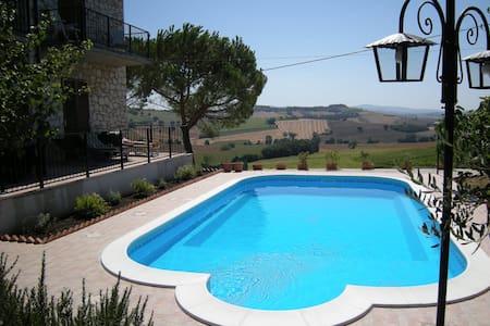 Casa Julian B & B - Girasole apt. lovely location - Castiglione del Lago - Wohnung