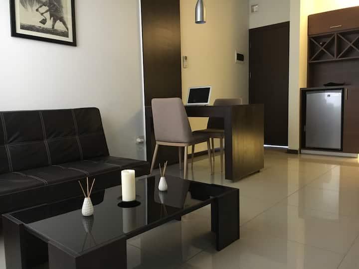 Quiet & Clean apartment. AC, wi-fi, Smart TV