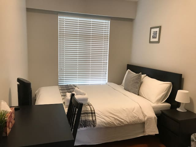Cozy Private Bedroom Near Edmonds Skytrain (G)