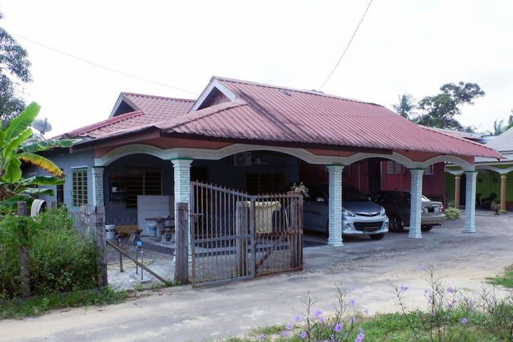 """Homestay budget MURAH """"village style"""" Kuala Rompin"""