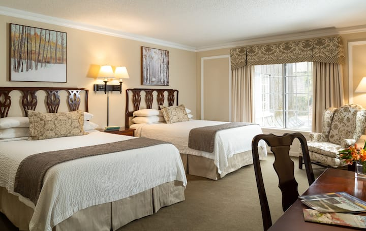 Double Queen room on Main St Blowing Rock