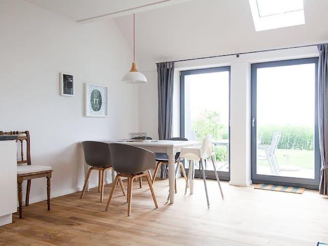Traumhafte Ferienwohnung in 1A Lage - Esens - Apartament