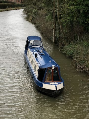 Charming 40ft Narrow Boat Ideal for Couples
