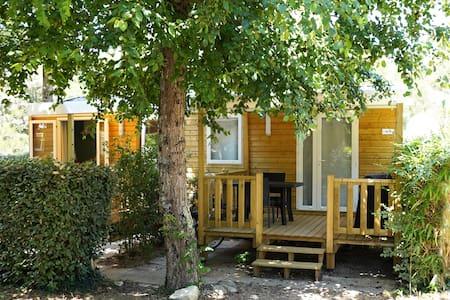 Mobil home tout confort de 17m² dans Camping 3*