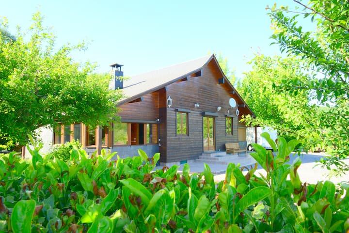 Groot houten huis Tournavaux met alle comfort