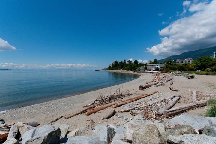 Walk to Beach! Drive to Skiing! WestVan 2 Bdr