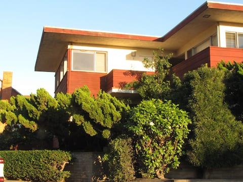 "Studio ""Leaf"" in La Jolla"