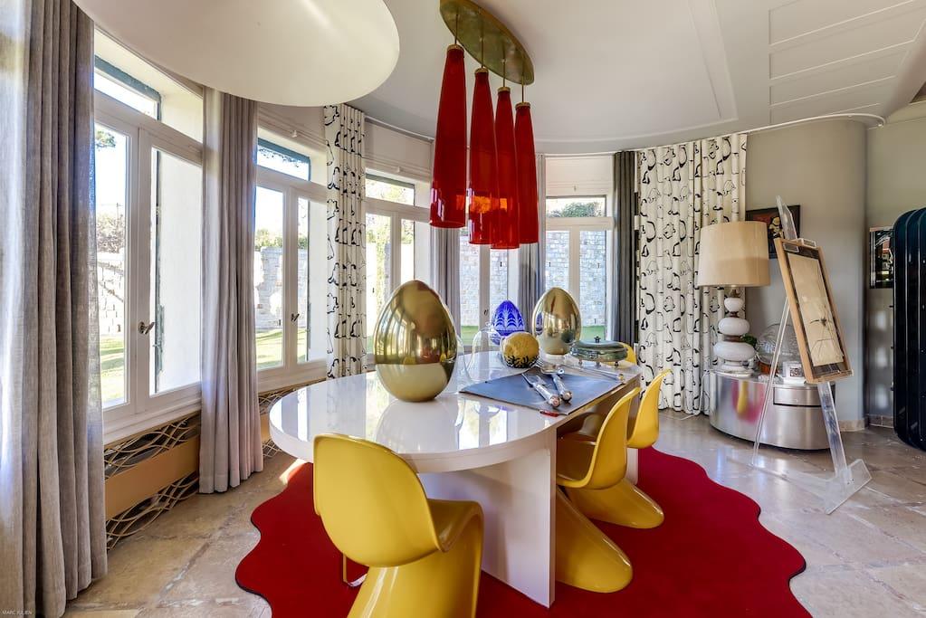 La salle à manger et ses pièces de décoration uniques