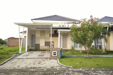 Minimalis house near Karangturi National School