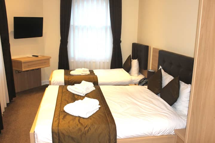 Shoreditch Inn Triple Room