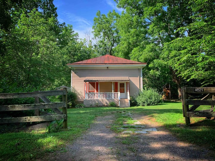 The Old Church Cottage~Old Rag,Kitchen,Grill, WiFi