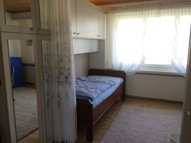Twin-room in 10 min. walking from Messeplatz (557)